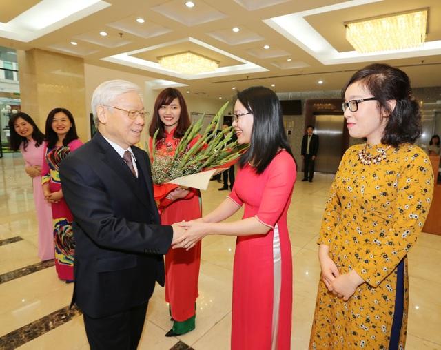 Tổng Bí thư thăm, làm việc đầu xuân với Ban Kinh tế TƯ.