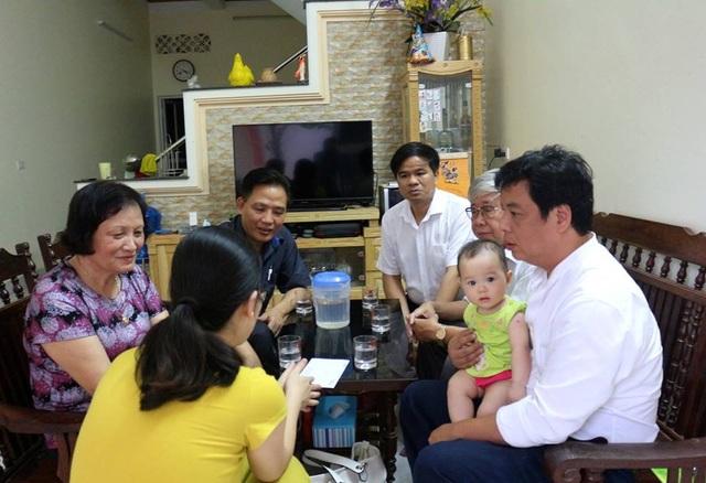 Lãnh đạo Tổng hội Y học Việt Nam và Hội Hồi sức cấp cứu - chống độc và Vợ con của BS Hoàng Công Lương