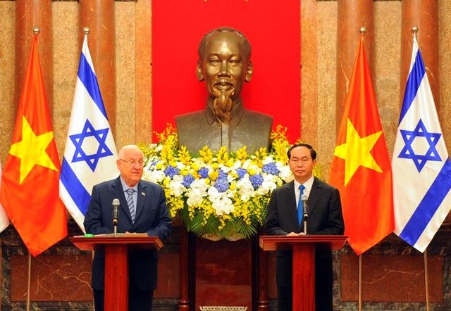 Hai bên cũng trao đổi ý kiến về vấn đề Biển Đông, khu vực Trung Đông tại cuộc hội đàm sáng nay ở Hà Nội