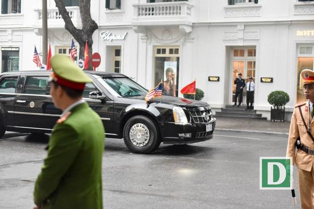 """Người Hà Nội háo hức xem xe """"quái thú"""" của Tổng thống Trump trên phố - 4"""