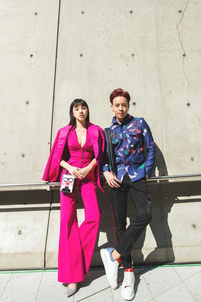 Xuất hiện cùng Jolie Nguyễn là stylist Mạch Huy, người đồng hành cùng cô từ những ngày đầu về Việt Nam.