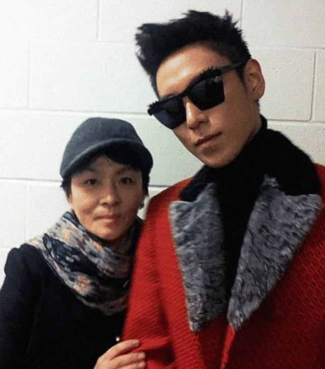 Mẹ ruột của T.O.P đau lòng và bức xúc khi đọc những bài báo về con trai trong vài giờ qua.