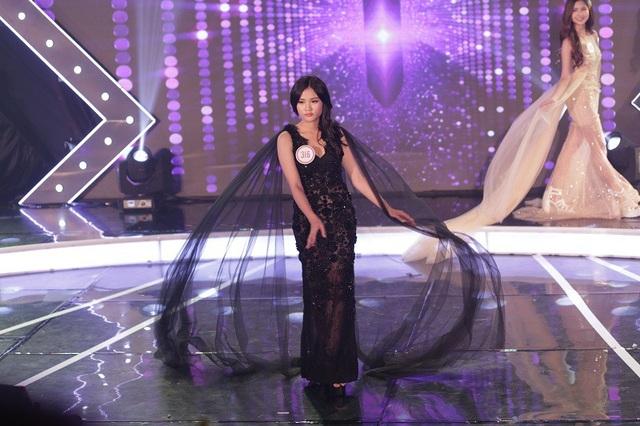 Trong đêm Chung kết Miss Teen hiếm thấy nụ cười của Ngọc Hân, cô bạn lý giải do đó là thói quen biểu cảm khi trình diễn thời trang