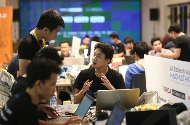 Trong giờ thi đấu tại TOPICA AI Edtech Asia Hackathon 2017.