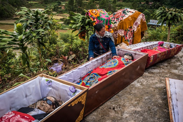 Ngôi làng có tập tục sống chung nhà với thi thể người chết cả năm trời - 4