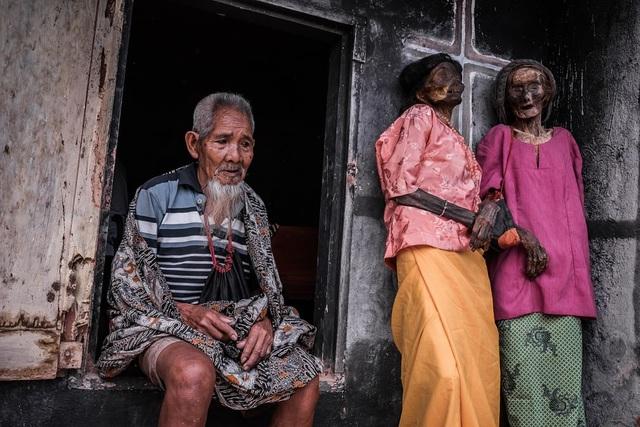 Ngôi làng có tập tục sống chung nhà với thi thể người chết cả năm trời - 6