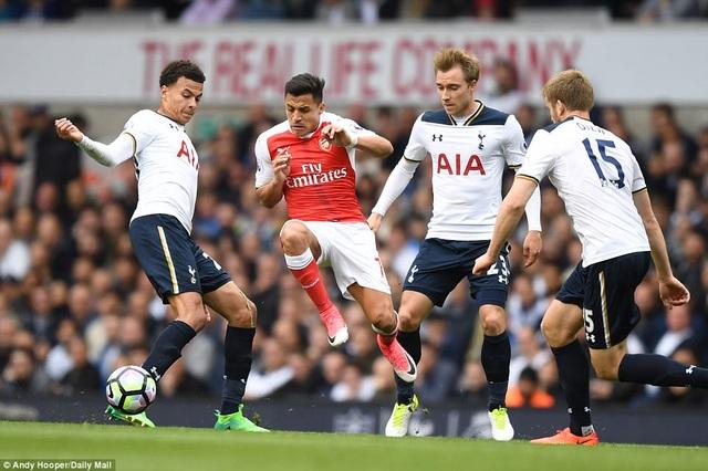 Tottenham lần đâu tiên xếp trên Arsenal sau 22 năm