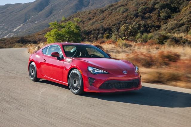 Top 10 xe đáng tiền nhất năm 2017 - 2