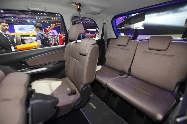 Bố trí ba hàng ghế trên Toyota Avanza