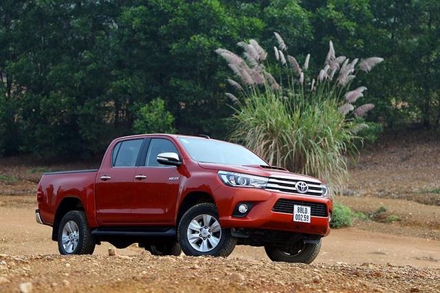 Toyota Hilux rơi đáy ở phân khúc bán tải ít nhất trong 3 tháng gần đây.