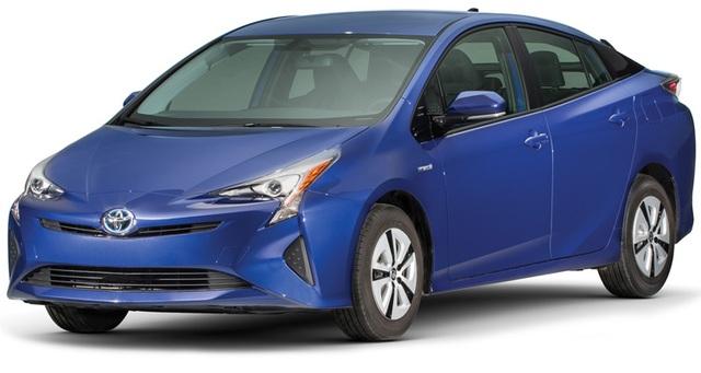 Xe hybrid cỡ nhỏ: Toyota Prius - Thế hệ thứ tư của Toyota Prius ghi điểm nhờ mức tiêu thụ nhiên liệu ấn tượng - 4,52 lít/100 km, theo kết quả thử nghiệm của Consumer Reports. Bên cạnh đó là độ tin cậy cao và nhiều trang bị an toàn.