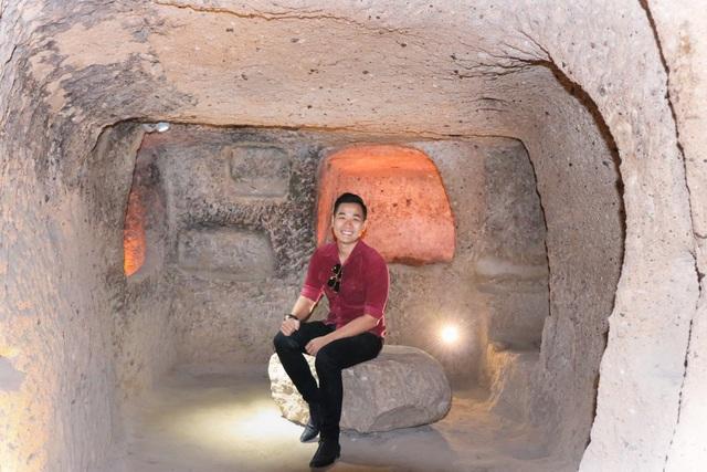 Nguyên Khang trong một căn phòng nằm dưới lòng đất của thành phố Cappadocia.