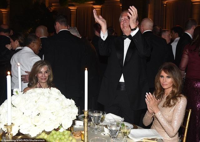 Gia đình Tổng thống đắc cử Trump dự dạ tiệc thắp nến tri ân những nhà tài trợ tối 19/1. (Ảnh: Dailymail)