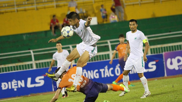 Trận đấu giữa Gangwon (Hàn Quốc) và tuyển TPHCM kết thúc với kết quả hoà 4-4