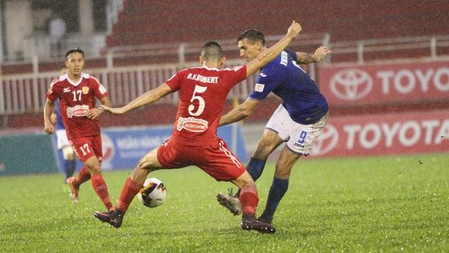 Dyachenko (9) lập hattrick vào lưới đội bóng cũ (ảnh: Trọng Vũ)