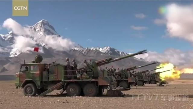 Hình ảnh trong cuộc diễn tập bắn đạn thật của quân đội Trung Quốc gần biên giới với Ấn Độ. (Ảnh: CGTN)
