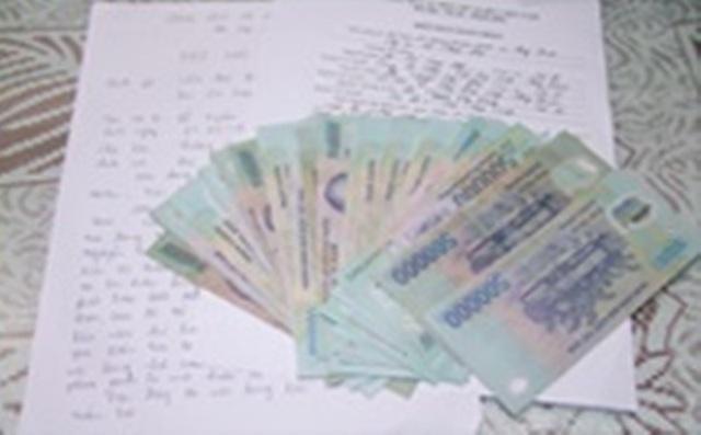 Số tiền mà lực lượng Cảnh sát Cơ động, Công an tỉnh Thanh Hóa phát hiện và nhặt được