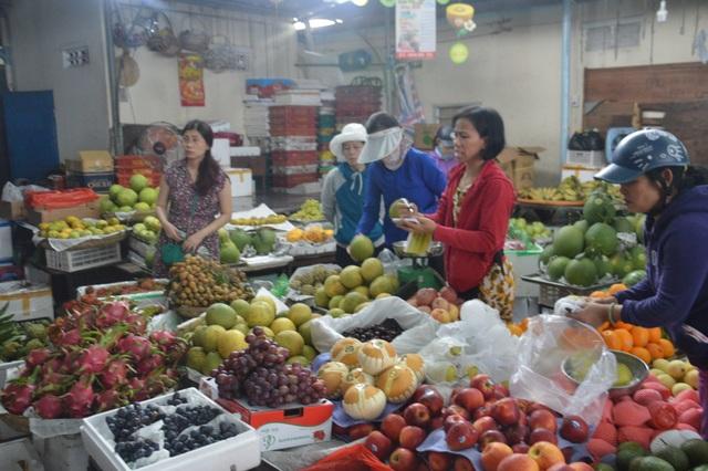Các mặt hàng được nhiều người mua là trái cây