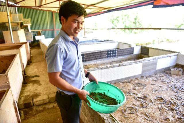 Sinh năm 1988, hiện anh Lâm Ngọc Kiên đã là chủ của hai trạng trại côn trùng khá nổi tiếng ở Hà Nội và Thanh Hóa. Hiện nay, ngoài nuôi và nhân giống các loại côn trùng, bò sát anh Kiên còn chuyển giao kỹ thuật sau đó bao tiêu thu mua lại côn trùng cho bà con nông dân. Các sản phẩm côn trùng thương phẩm được anh Kiên xuất đi khắp các tỉnh thành trong cả nước và một số thị trường nước ngoài như Thái Lan, Campuchia... mang về doanh thu lên tới cả tỷ đồng mỗi năm.
