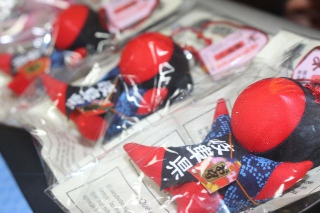 Búp bê cầu may mắn, bình an của Nhật cũng là một trong những món quà được gửi tặng đến khách hàng khi tham gia và thắng gameshow.