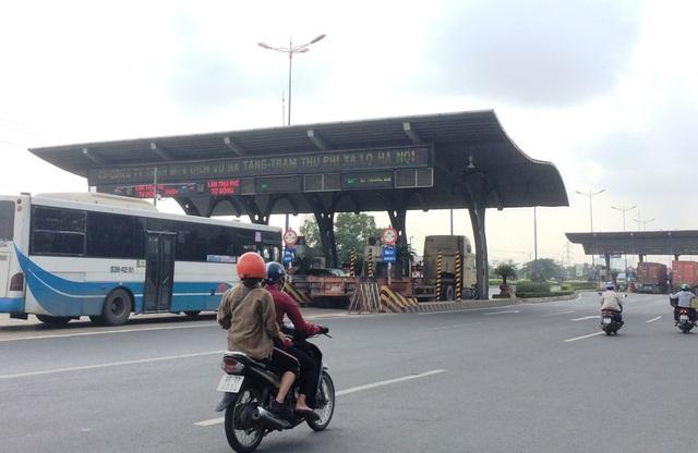 Trạm thu phí xa lộ Hà Nội bán vé tháng sai quy định