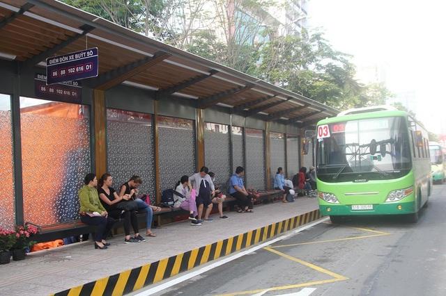 Trạm trung chuyển xe buýt Bến Thành rộng 5.600m2, có 6 làn xe buýt ra/vào để đón trả khách