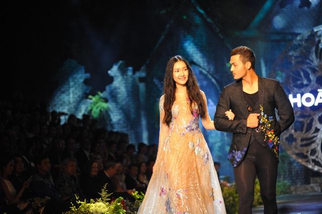 """Phong cách trang điểm phù hợp với concept nàng công chúa kiểu Pháp khiến """"nàng thơ xứ Huế"""" vô cùng mãn nguyện."""