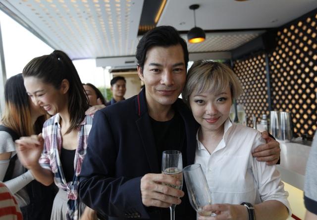 Trần Bảo Sơn và đạo diễn Hoàng Chân Chân trong tiệc hội ngộ.