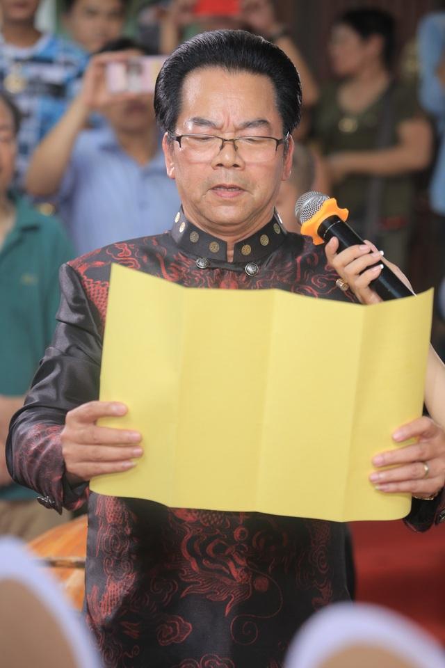 NSND Trần Nhượng đại diện đọc văn tế.
