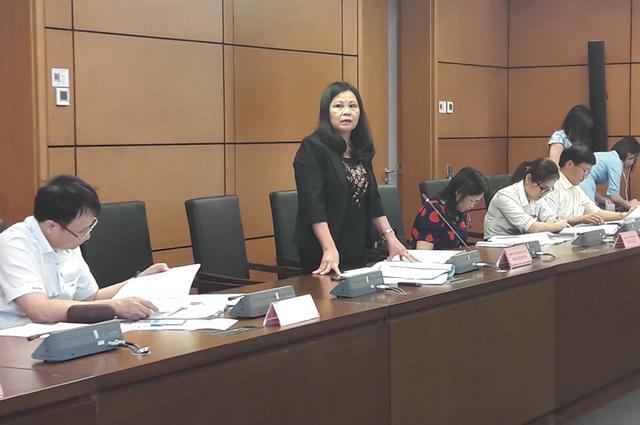 Đại biểu Trần Thị Dung phát biểu tại phiên thảo luận tổ chiều 25/5.