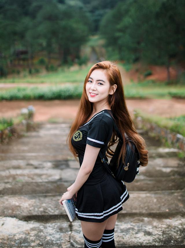 Hình ảnh quyến rũ của nữ sinh 9X có vòng eo 58cm - 9