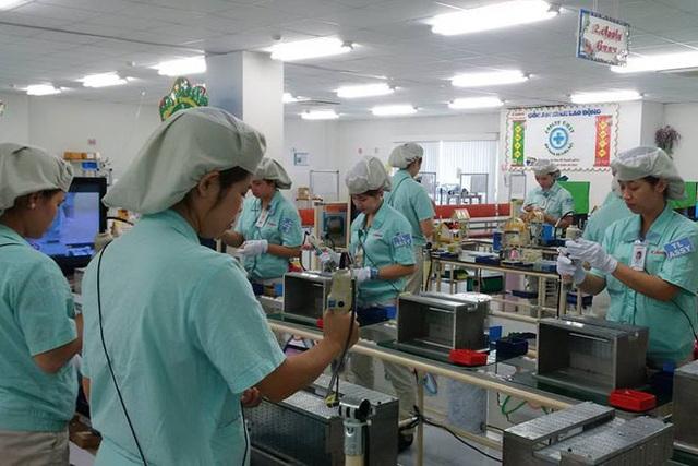 Người lao động sẽ yên tâm sản xuất nếu được đảm bảo các quyền lợi theo luật pháp quy định. Ảnh: X.TRƯỜNG
