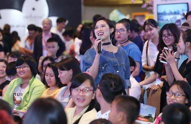 Trang Cherry chia sẻ, lâu lắm cô mới có dịp xuất hiện tại Sài Gòn và bất ngờ trước tình cảm mà mọi người dành cho mình, đặc biệt là sự yêu mến của khán giả miền Nam.