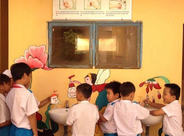 Những hình ảnh vui nhộn tạo tâm lý thoải mái cho học sinh, đặc biệt với các em học sinh tiểu học.
