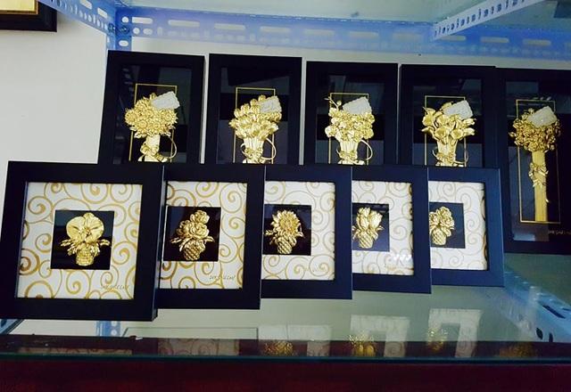 Những bức tranh mạ vàng được làm tỉ mỉ cũng là món quà xa xỉ được nhiều người ưa chuộng.