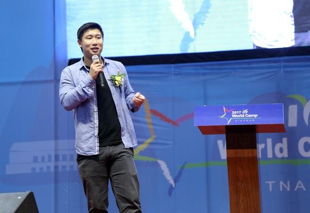 Diễn giả Trần Hùng John khẳng định tính thụ động là cản trở lớn nhất đối với các bạn trẻ VN.