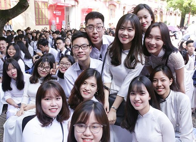 Nữ sinh Hà Nội xinh đẹp trong ngày bế giảng - 11