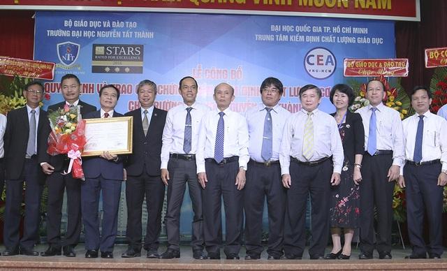 Trường ĐH Nguyễn Tất Thành vừa được nhận quyết định đạt chuẩn kiểm định chất lượng giáo dục