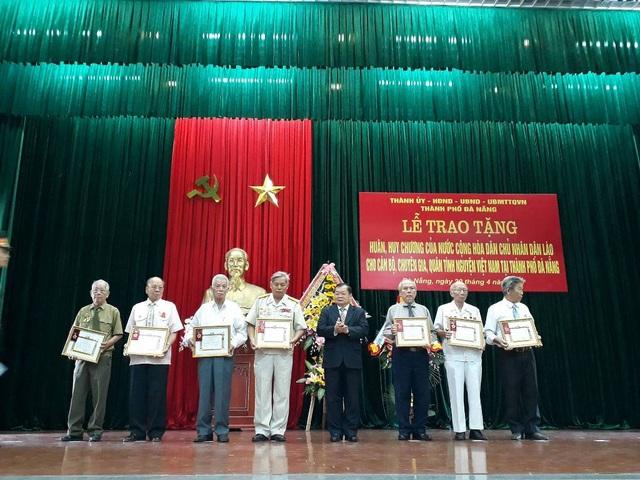 Trao tặng Huân, Huy chương của nước Cộng hòa dân chủ nhân dân Lào cho cán bộ, chuyên gia, quân tình nguyện Việt Nam trên địa bàn TP Đà Nẵng