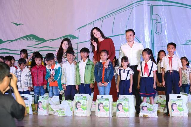HH Thùy Dung, Ngọc Thanh Tâm cùng dàn sao giúp trò nghèo Đắk Nông - 4