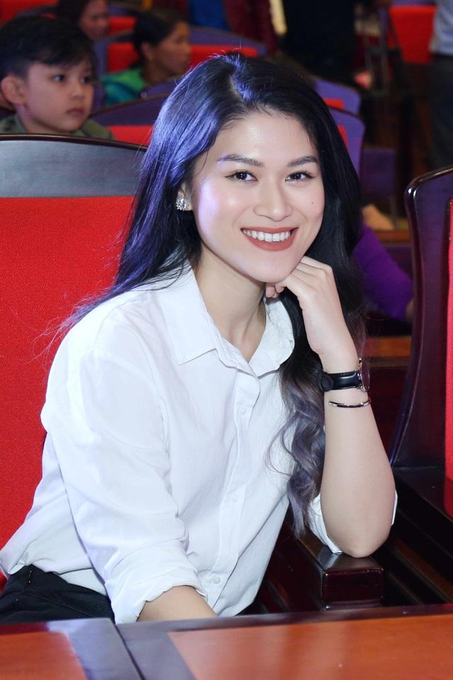 Nghệ sĩ Ngọc Thanh Tâm tin rằng sự chung tay của cộng đồng sẽ giúp các em học sinh có tương lai tốt đẹp hơn.