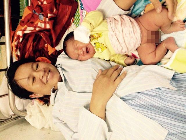 Bé trai nặng 6kg vừa chào đời bằng phương pháp sinh mổ.