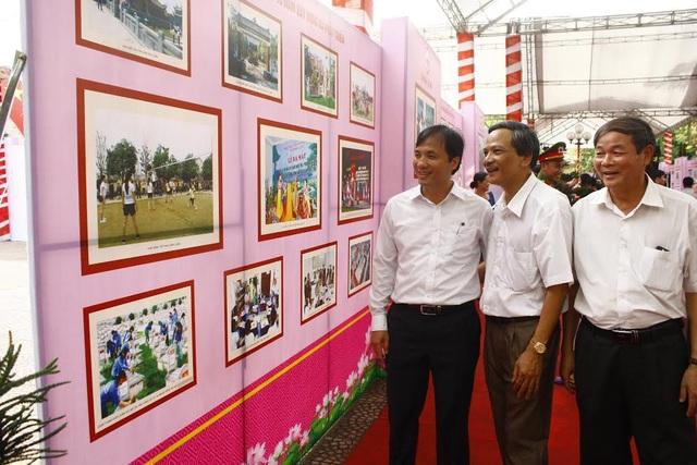 Buổi triển lãm đã trưng bày hơn 300 bức ảnh tư liệu, cùng những hiện vật về Bác Hồ