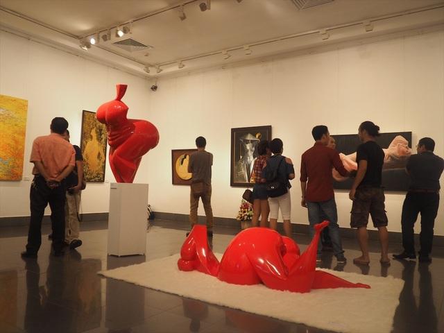Triển lãm kéo dài đến hết 18/7 tại Bảo tàng Mỹ thuật Việt Nam.