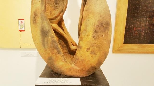 Tác phẩm Hoài niệm được làm bằng đất nung của tác giả Hà Văn Sáu