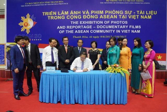 Thanh Hóa: Triển lãm Ảnh và Phim phóng sự-Tài liệu trong Cộng đồng ASEAN 2017 - 4