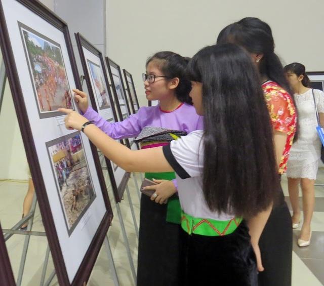 Thanh Hóa: Triển lãm Ảnh và Phim phóng sự-Tài liệu trong Cộng đồng ASEAN 2017 - 5