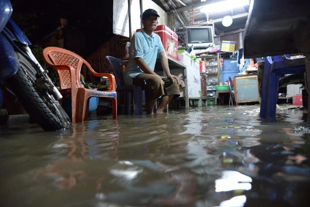 Dân Sài Gòn vật lộn trong biển nước chiều đầu tuần - 15