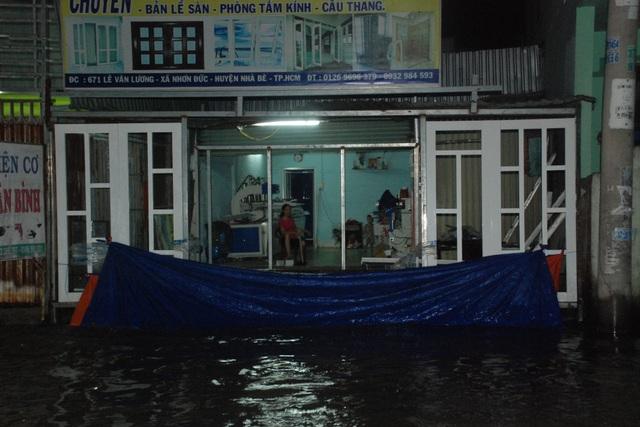 Dân Sài Gòn vật lộn trong biển nước chiều đầu tuần - 10