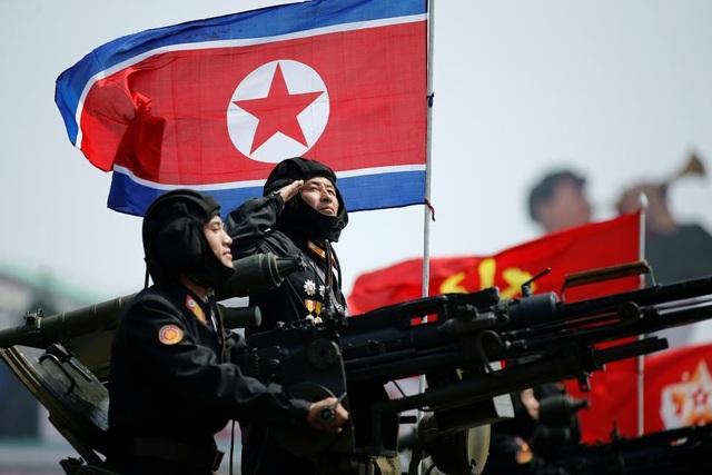 Binh sĩ Triều Tiên diễu binh tại Quảng trường Kim Nhật Thành hồi tháng 4 (Ảnh: Reuters)
